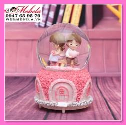 Quà lưu niệm quả cầu tuyết cặp đôi với tim và hoa hồng có đèn, nhạc