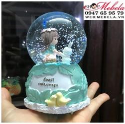 Quà lưu niệm, quà sinh nhật quả cầu tuyết cô bé và thỏ trắng có đèn, nhạc, có clip và ảnh chụp