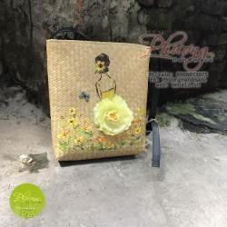 TDC01 - Túi cói bàng đeo chéo vẽ tay hình cô gái với hoa vàng