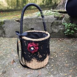 Túi cói trang trí ren đen và hoa hồng đỏ