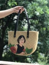 Túi cói bán nguyệt vẽ chân dung (giá tùy ảnh bạn yêu cầu)