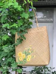 Túi cỏ bàng đeo vai vẽ cúc vàng