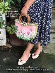 Túi cói quai gỗ tròn vẽ vườn hồng