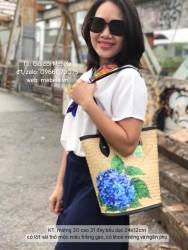 Túi cói dáng trụ viền simili vẽ hoa Cẩm Tú Cầu xanh