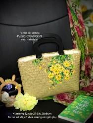 Túi cói chữ nhật quai gỗ vẽ hoa Cúc vàng
