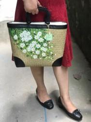 Túi cói quai gỗ vẽ tay hoa cúc hoạ mi