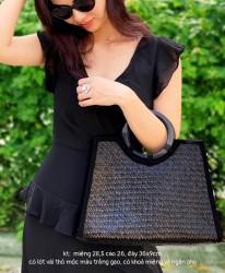 Túi cói đen quai gỗ
