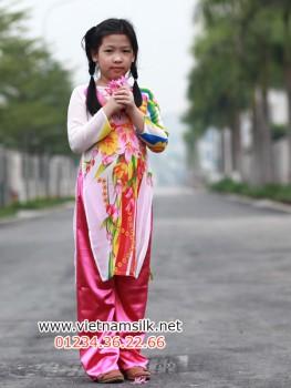 Áo dài voan hoa họa tiết cho bé gái