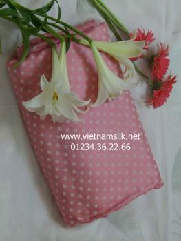 Vải lụa tơ tằm Vạn Phúc-V44-Màu hồng phấn họa tiết chấm bi