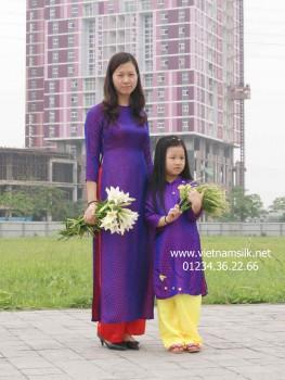 Áo dài cho mẹ lụa Hà Đông -AM.50- Họa tiết chấm bi tím cẩm