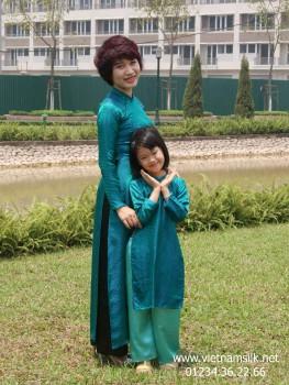 Áo dài cho mẹ lụa Hà Đông - AM.53 - Họa tiết chấm bi xanh cổ vịt.Mã SP: