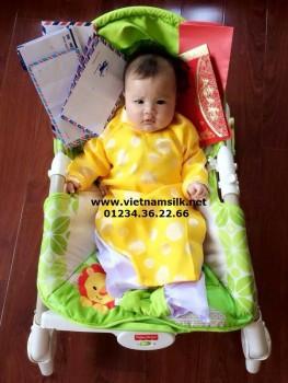 Áo dài gấm Thái Tuấn cho bé trai màu vàng AT33