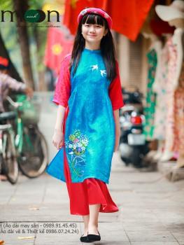 Áo dài vẽ bé gái VNS 139 - Lụa xanh vẽ chim én