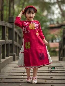 Áo dài vẽ cho bé gái VNS 205 - Thô đỏ vẽ hoa đào và chữ Phúc Thọ may mắn