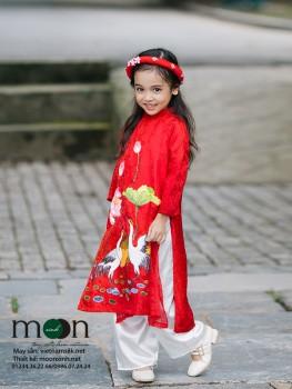 Áo dài vẽ cho bé gái VNS 216 ( màu đỏ vẽ họa tiết cò và hoa sen)