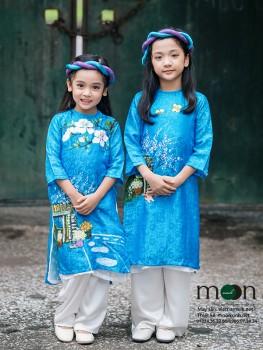 Áo dài vẽ cho bé gái VNS 217 (xanh ngọc họa tiết cửa hàng hoa)