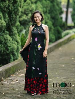 Áo dài cho mẹ VNS 222 (Màu đen họa tiết hoa sen và chuồn chuồn)