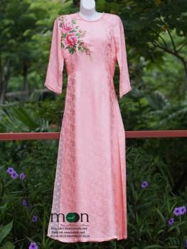 Áo dài cho mẹ VNS 230 (màu hồng phấn vẽ hoa ngực áo)