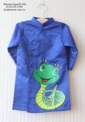 Áo dài vẽ cho bé trai hình con rắn