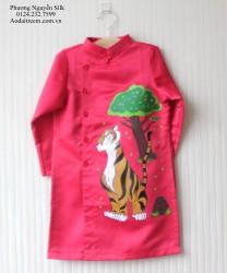 Áo dài vẽ cho bé trai hình con hổ