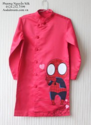 Áo dài vẽ cho bé trai hình người nhện