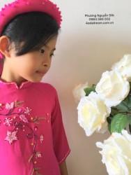 Áo dài đính cườm cho bé gái màu hồng 02