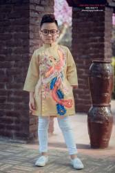 Áo dài vẽ chim phượng màu vàng đồng cho bé trai