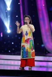Hà Chi - VietNam Idol Kids trong áo dài vẽ cho bé gái PNS