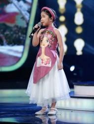 Minh Hiền - VietNam Idol Kids trong tà áo dài cách tân trẻ em PNS