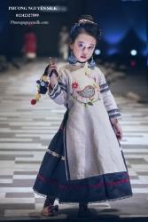 Áo dài bé gái  Linen kem  thêu con chim XTRC.02