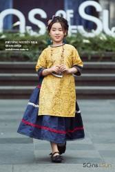 Áo dài gấm vàng cho bé gái